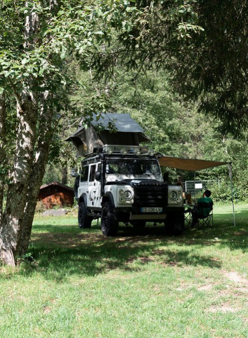 camping-le-pelly-emplacement-parking-2