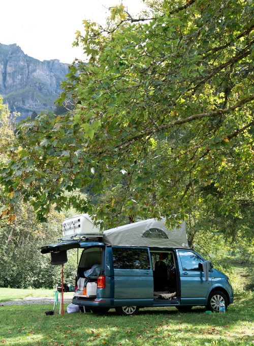 camping-le-pelly-emplacement-parking-5