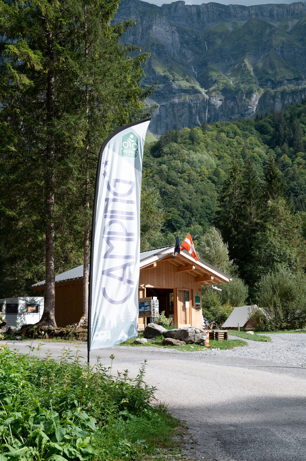 camping-le-pelly-contact-3