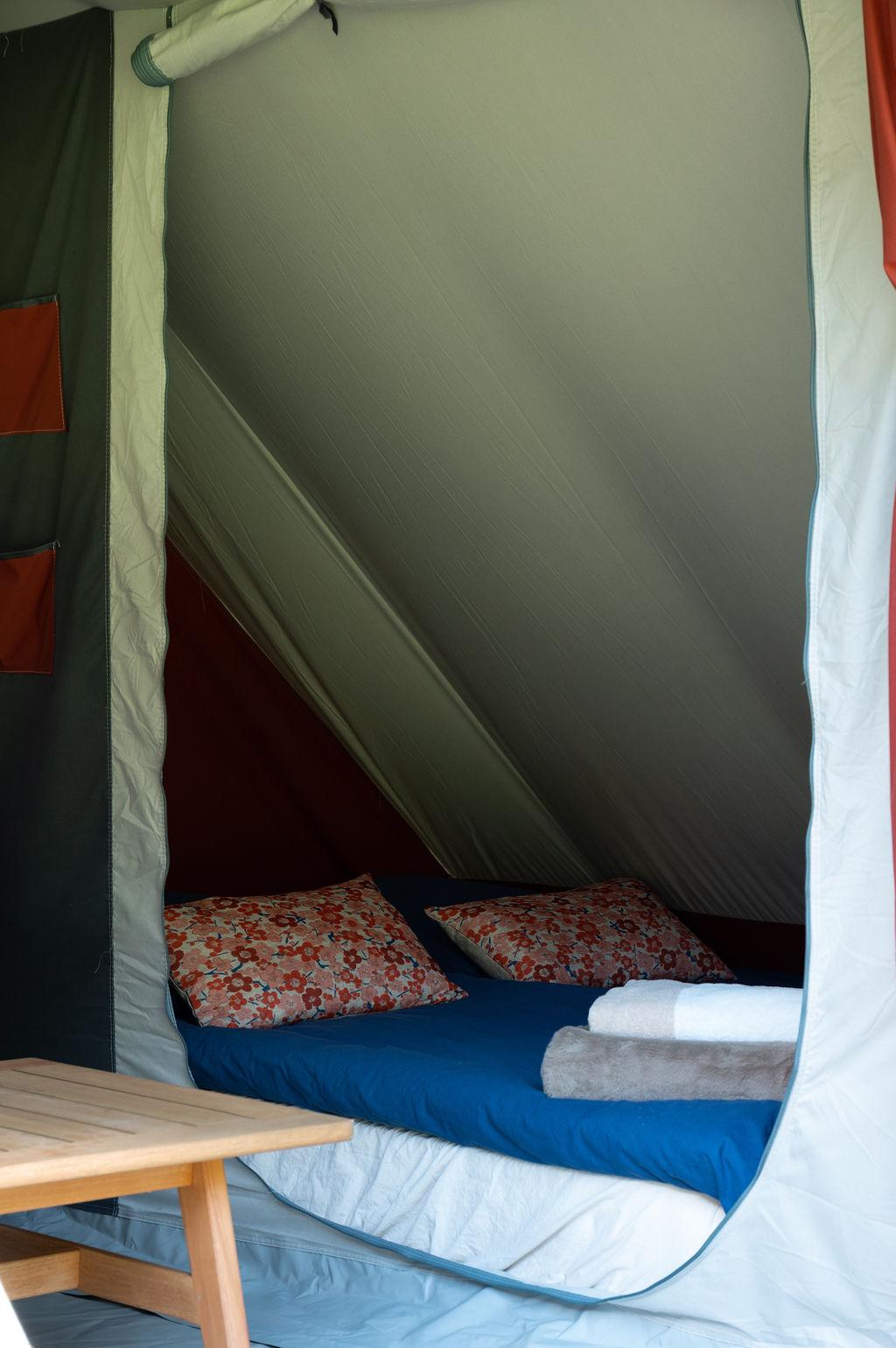 camping-le-pelly-slide-bora-bora-tent-1