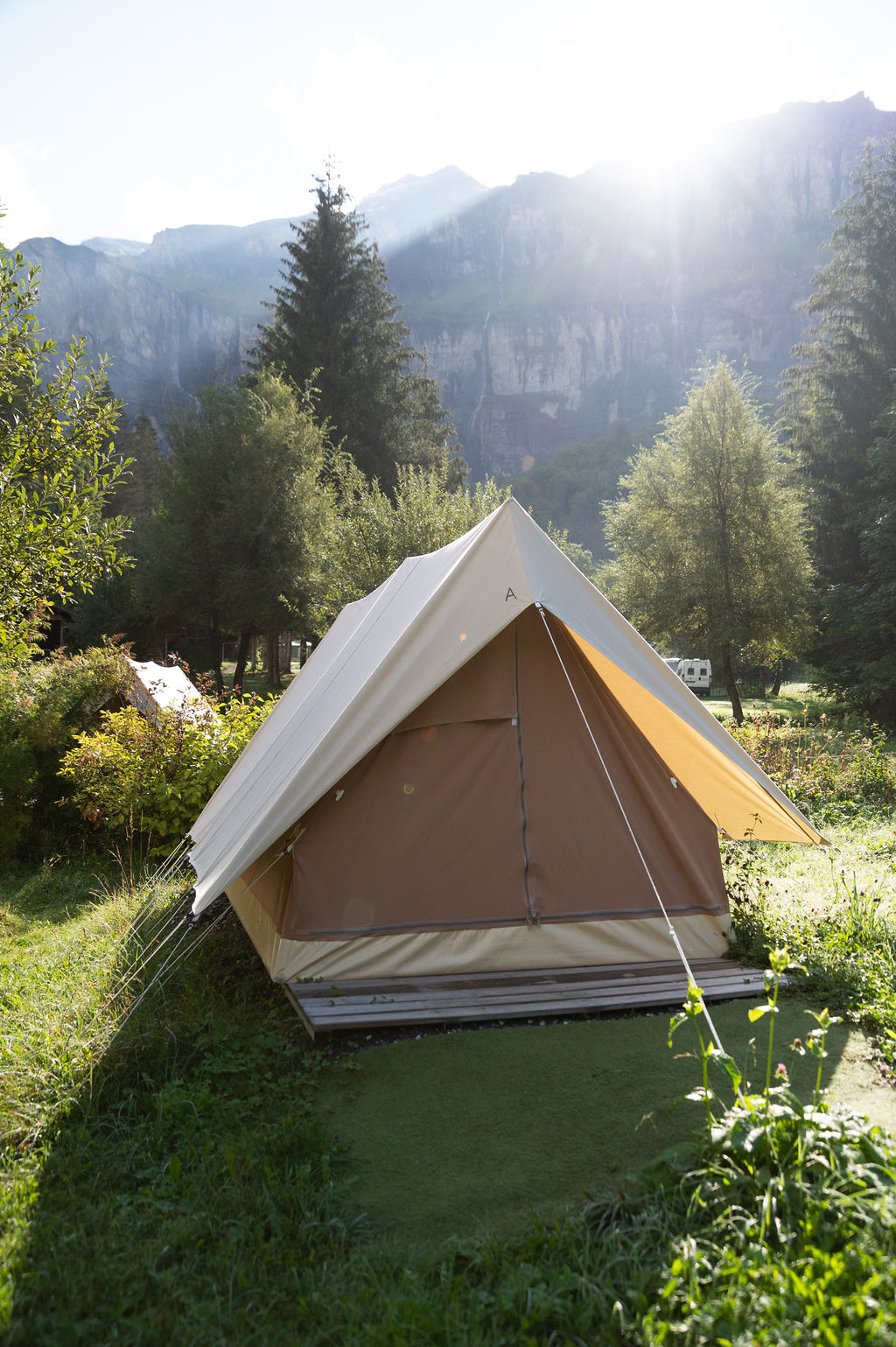 camping-le-pelly-slide-mountain-tent-1