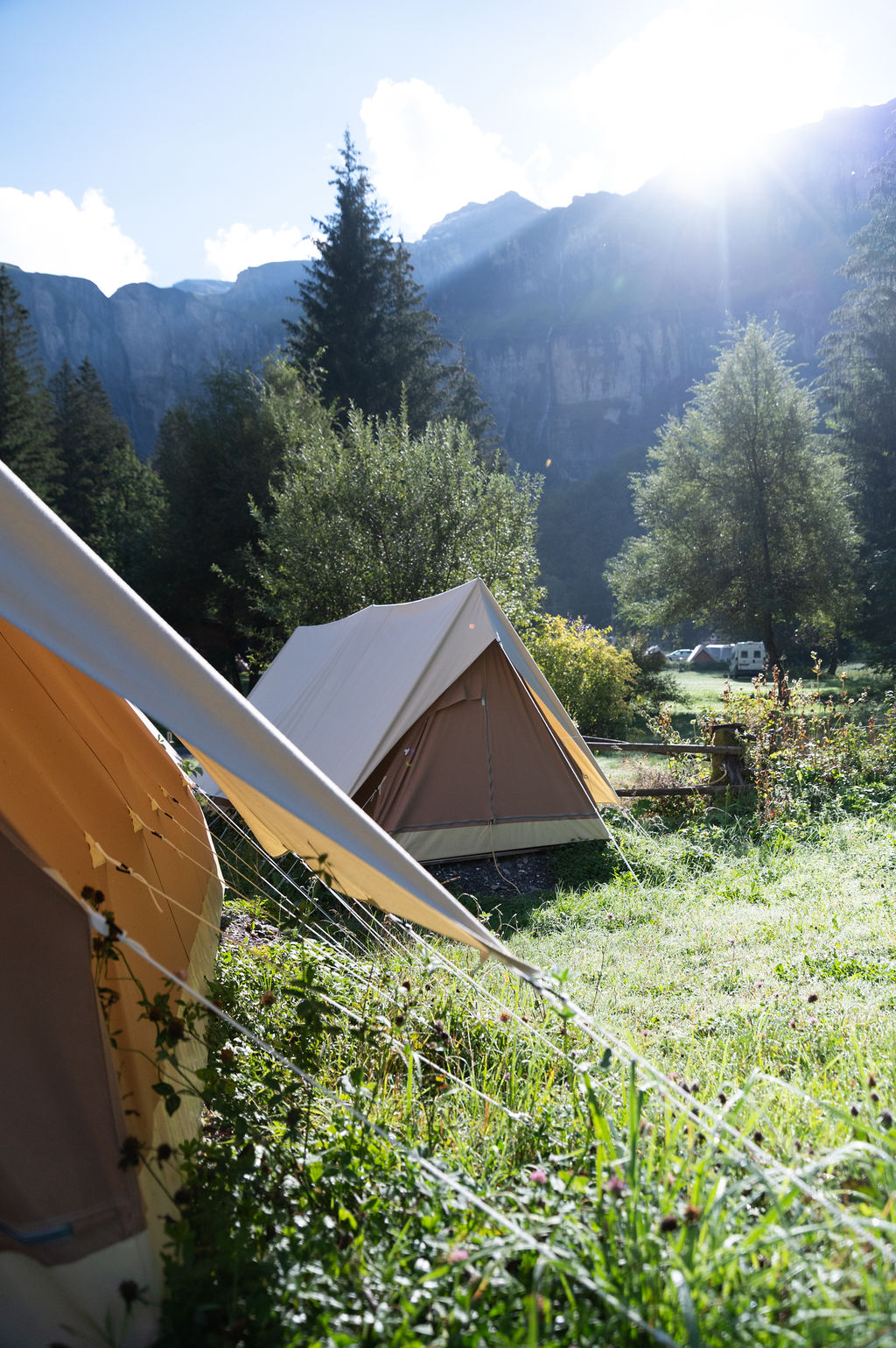 camping-le-pelly-slide-mountain-tent-2