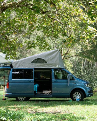 camping-le-pelly-emplacement-parking-3